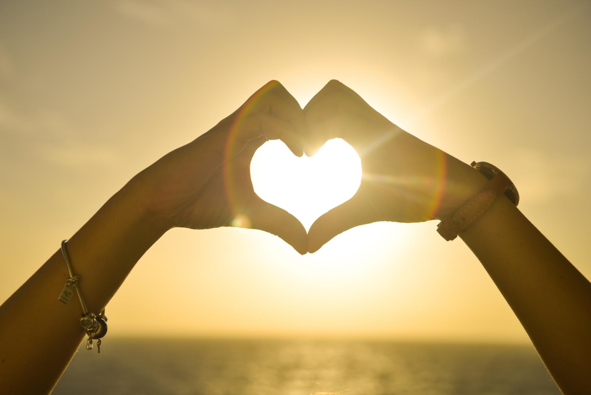 Beautiful Hands Heart 5390